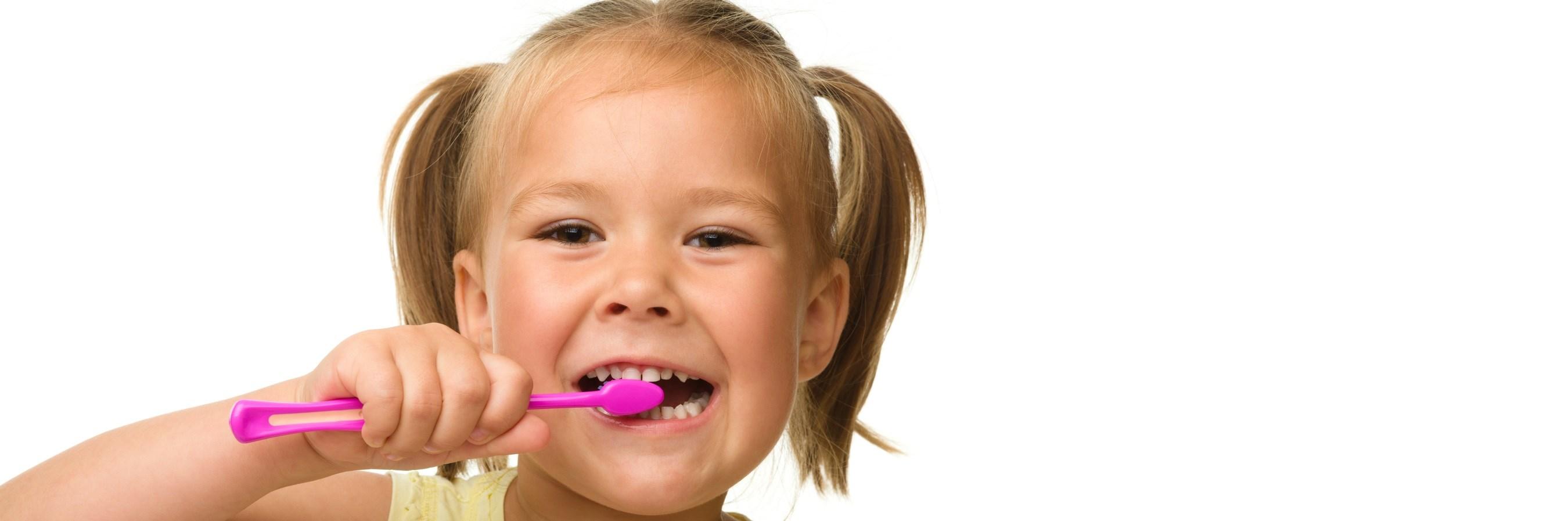 photodune-681586-little-girl-is-cleaning-teeth-using-toothbrush-m1
